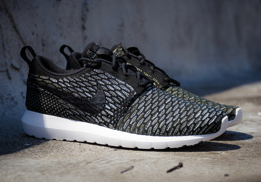 nike-flyknit-roshe-run-black-sequoia-4